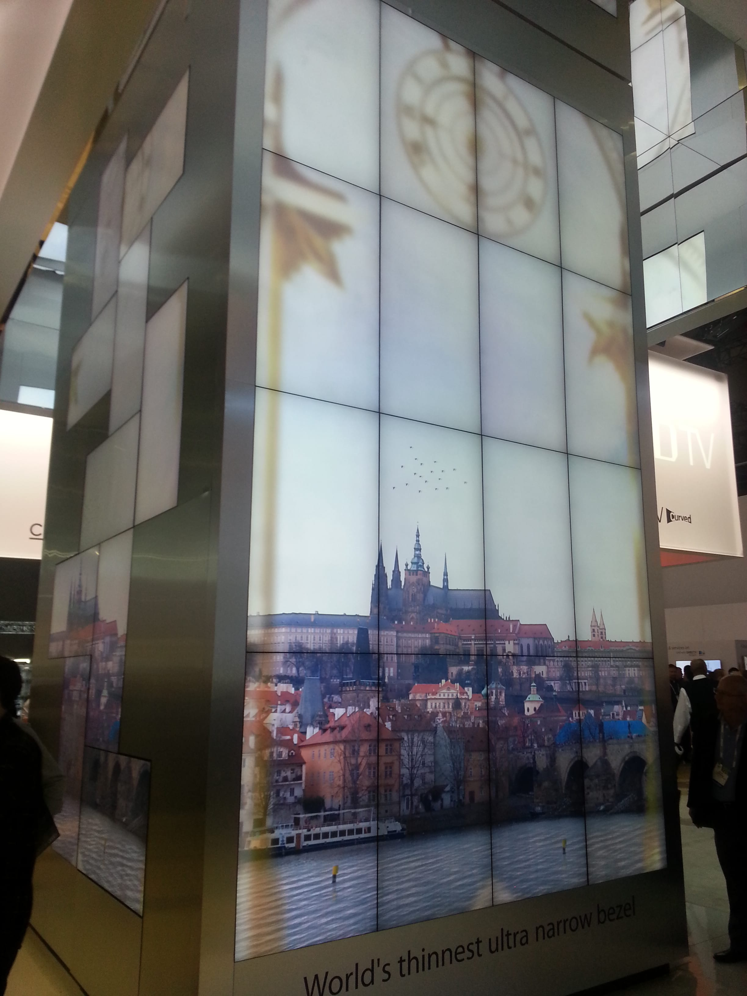 Samsung presented some great commercial solutions for video walls at CES2014